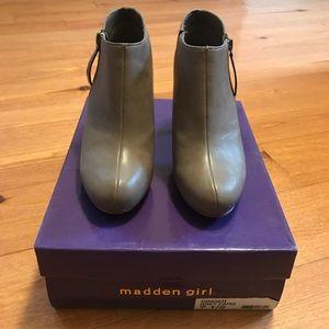 Madden Girl Ginger Grey Paris Size 7.5